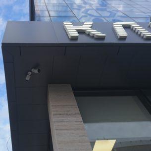 Пример монтажа видеокамер на фасаде